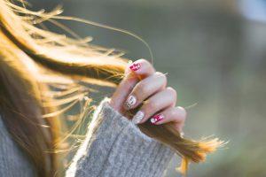 holiday finger nail styling